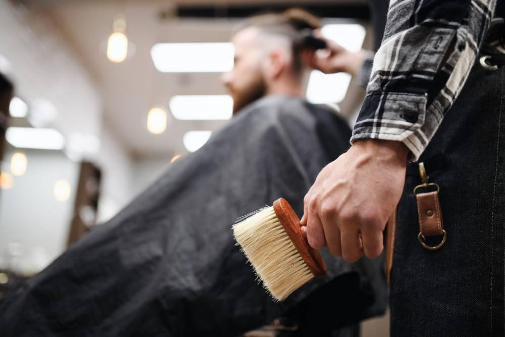 man-client-in-barber-shop-unrecognizable-barber-ho-X5JAYYW (1)